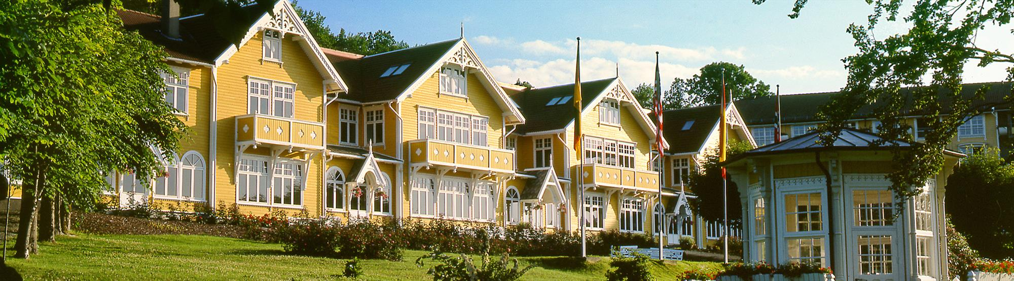 Stay in a fjord hotel in beautiful surroundings close to Bergen.