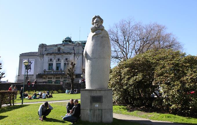 The world-renowned dramatist Henrik Ibsen worked as a resident dramatist and a stage director in Bergen