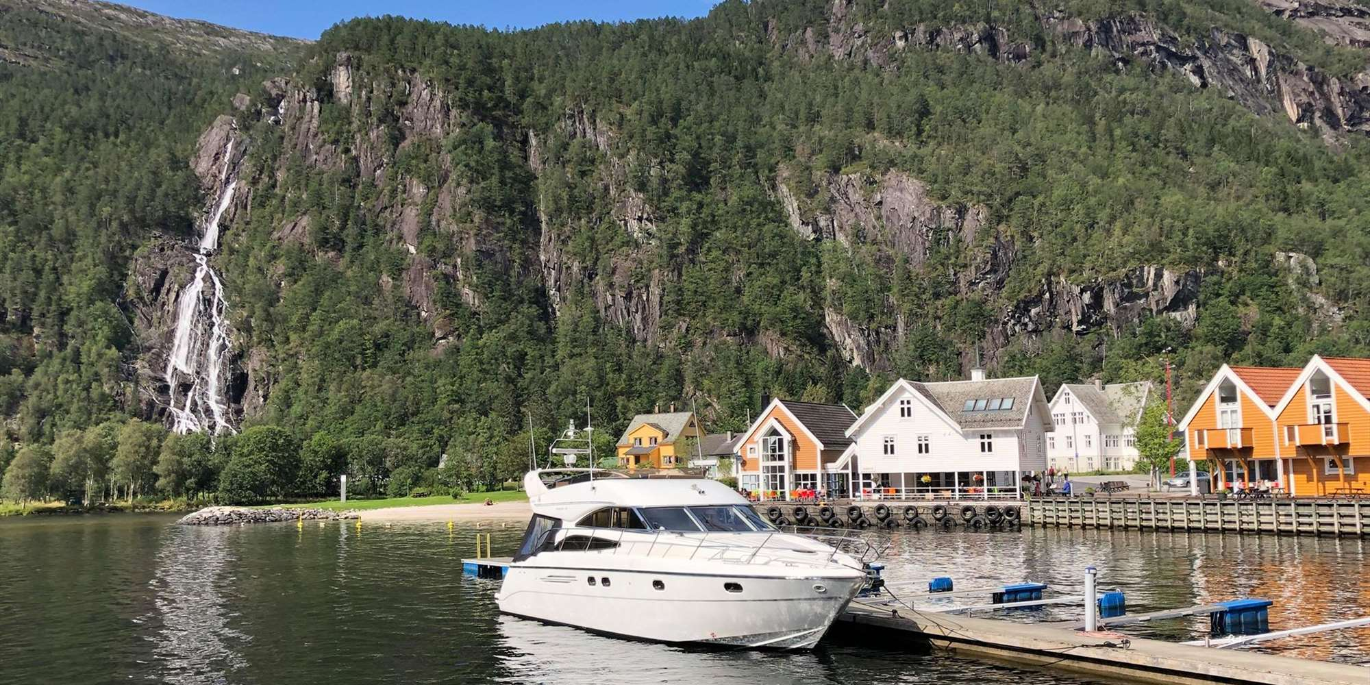 Private yacht cruise to Modalen - docked in Mo